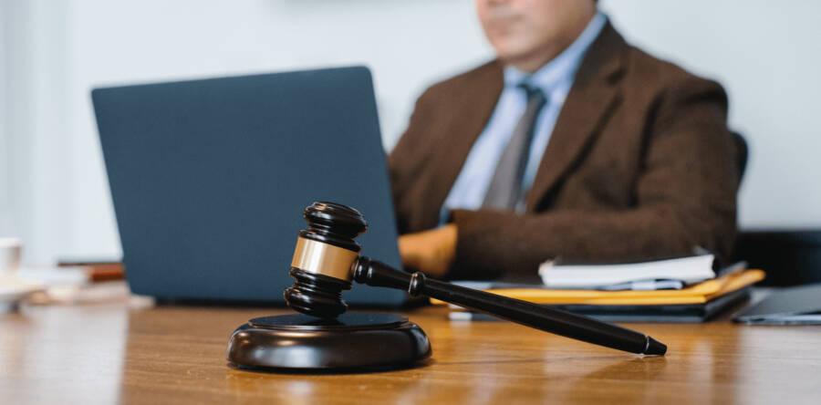 Алгоритм обжалования постановлений, действий (бездействия) судебного исполнителя в 2021 году